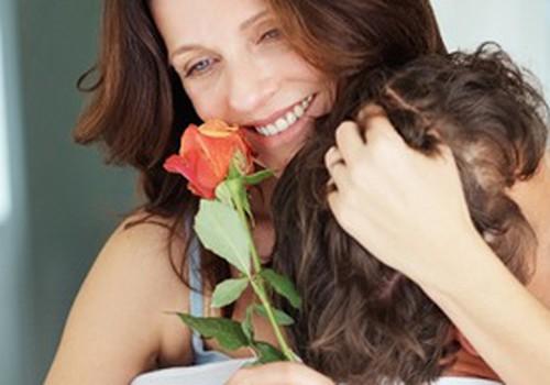 Mātes dienas etiķete - kā un ko sveikt?