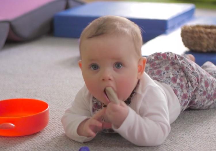 VIDEO: Bērniņa attīstība septītajā dzīves mēnesī