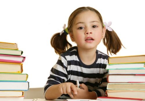 Vāc parakstus, lai skolēnus atbrīvotu no mājas darbiem pirmdienās, pagarinot mācību gadu. Vai Tu parakstītos?