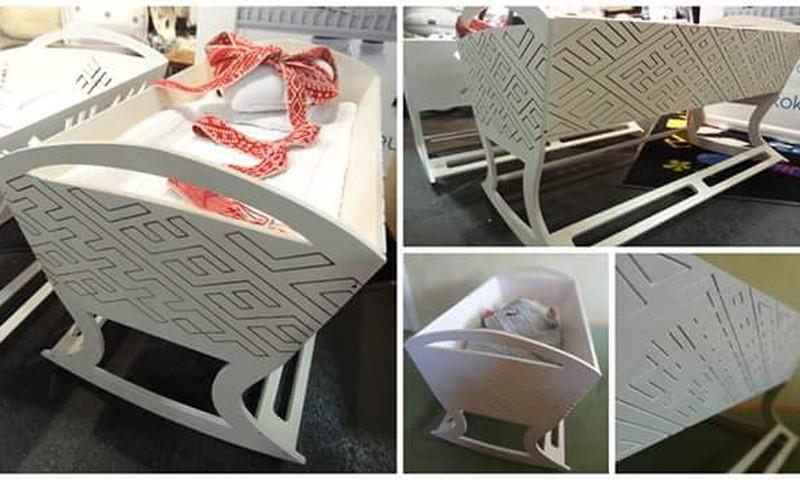 Mammu bizness: barošanas krēsliņi, mantu kastes un šūpulīši, un tas viss no koka!