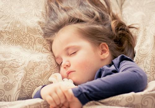 Bērns naktī slapina gultā – uzzini, kā vari savam bērnam palīdzēt!