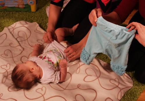 FOTO: Mazuļa ģērbšanas nosacījumi