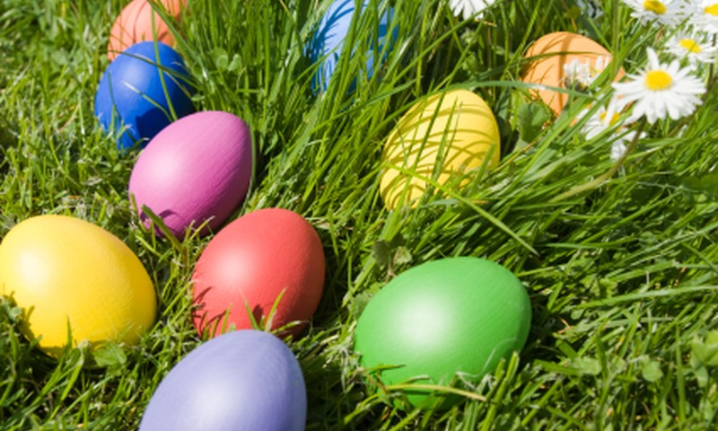 Māmiņu Klubs visām Māmiņu Kluba ģimenēm novēl priecīgas un krāsainas Lieldienas!