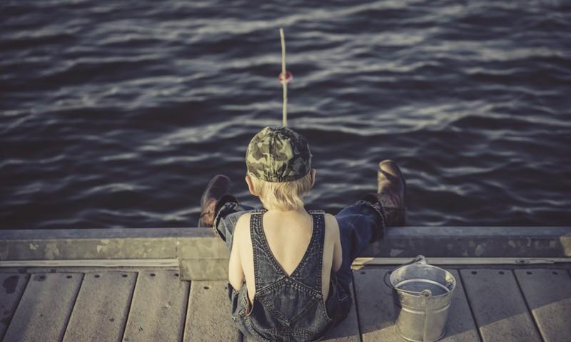 Arī drošību uz ūdens bērns mācās no vecākiem