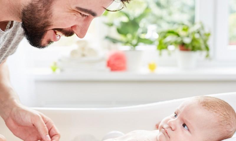Kā vannot jaundzimušo: padomi tētim