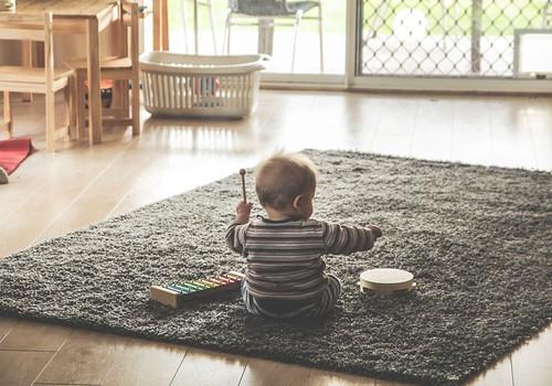 Kā mūzika ietekmē bērna attīstību