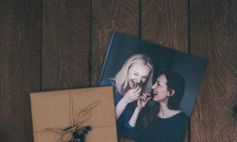 Kā izveidot neaizmirstamu dāvanu Ziemassvētkos? Dāvini personalizētu Fotogrāmatu!