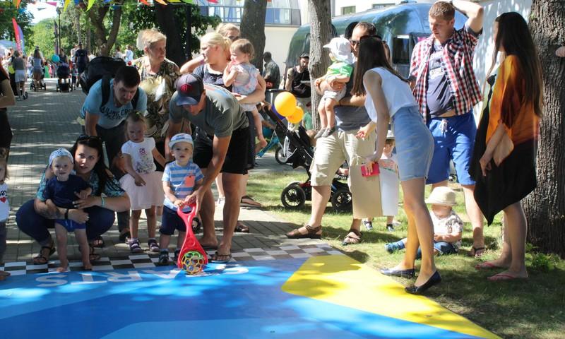 Jau otro gadu uz Māmiņu Kluba vasaras festivālu