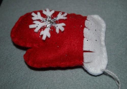 Šujam Ziemassvētku cimdiņu