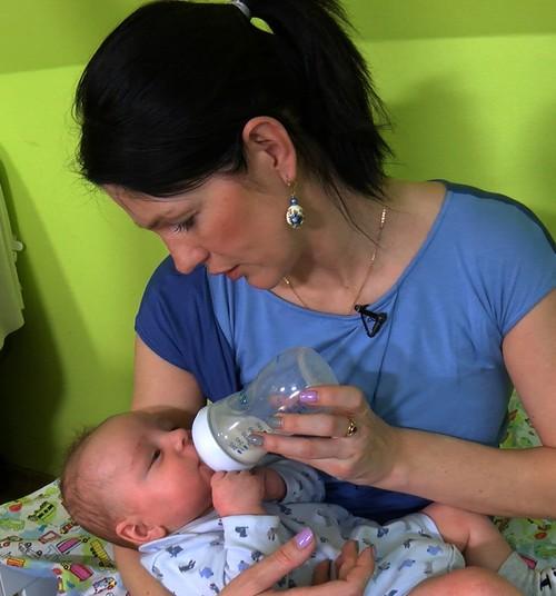 VIDEO: Jaukta mazuļa ēdināšana. Kas jāņem vērā?