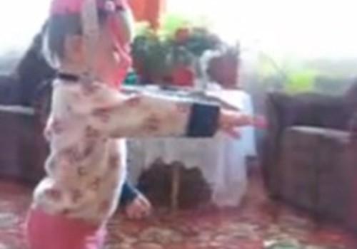 Video: Estere dejo ar cepuri