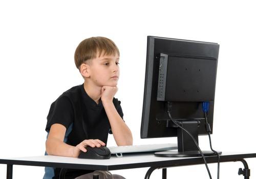 Bērna uzvedība un etiķete elektroniskajos saziņas līdzekļos