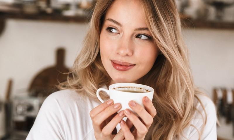 Kā Covid-19 laikā baudīt kafejnīcas cienīgus dzērienus savā virtuvē