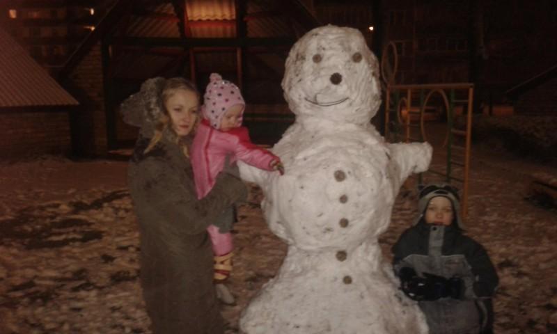 Pirmā sniega prieki arī mums!