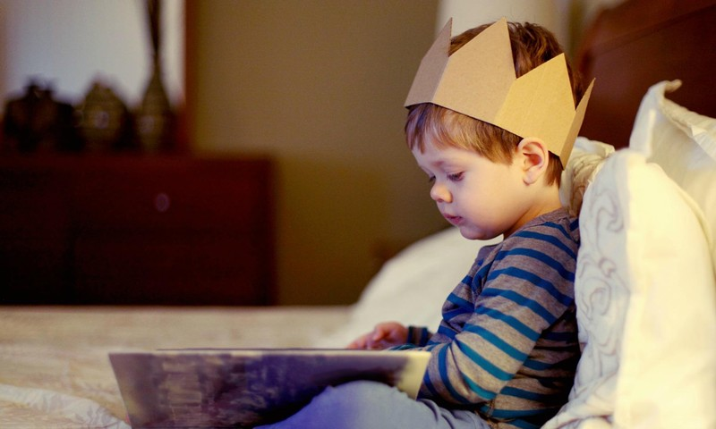 Ieteikumi, kā ar pasakām bērnus iedvesmot, nevis biedēt