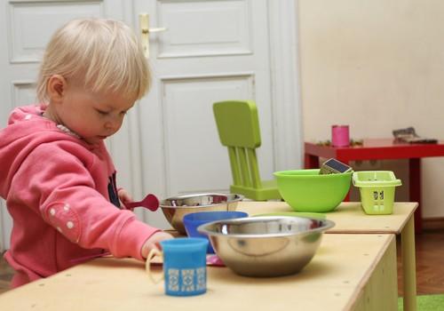Tavam mazulim ir aptuveni gadiņš? Viņš noteikti gribētu uzzināt visu par aktīvām rotaļām pie Klaudijas Hēlas!