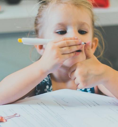 Bērnam ir garlaicīgi. Izklaidēt viņu vai arī ļaut garlaikoties?