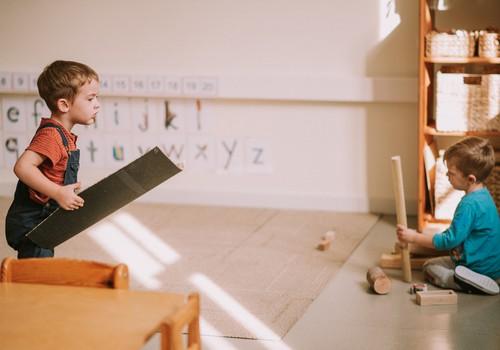 Kāpēc jaukta vecuma grupa ir efektīvāka mācību vide bērnam?