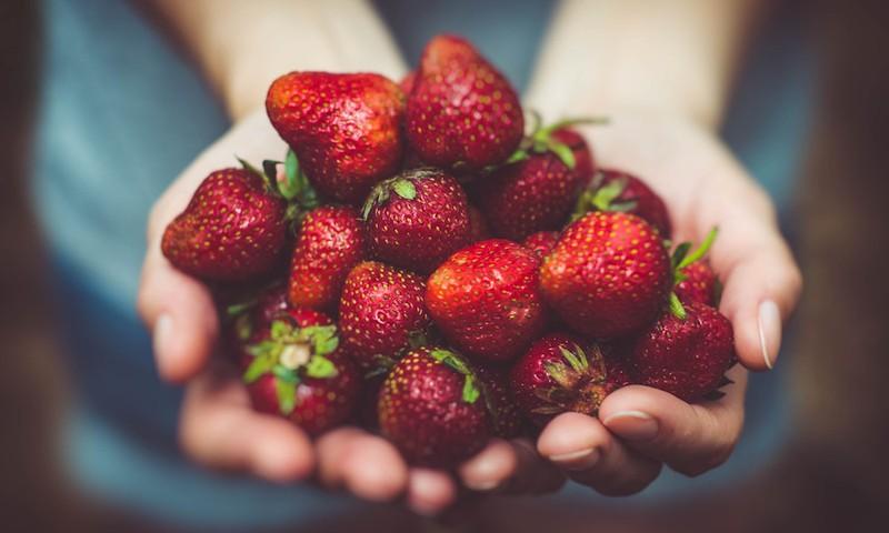 Pieci veselīga  un droša uztura baušļi vasarai: iesaka uzturzinātniece
