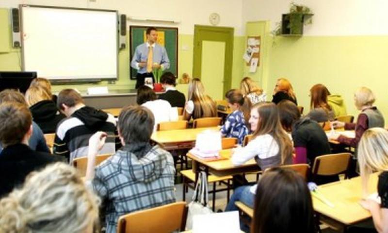 Valstī sarūk nesekmīgo skolēnu skaits