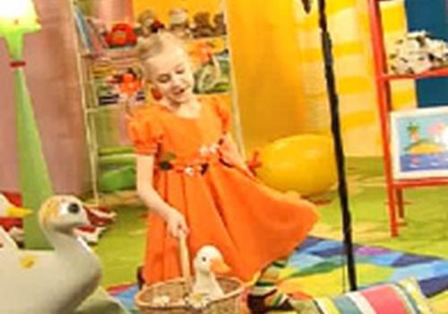 """VIDEO: Roberta Džesika izpilda """"Pīles desu maizi""""!"""