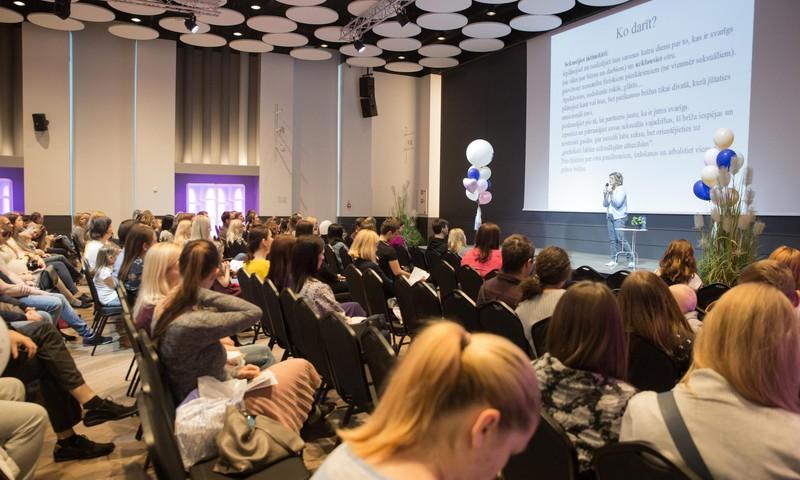 Māmiņu Kongress pulcē jaunos vecākus un labākos speciālistus