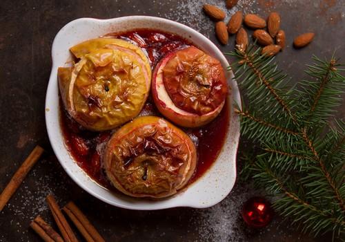 Cepti āboli ar mandelēm un brūkleņu ievārījumu