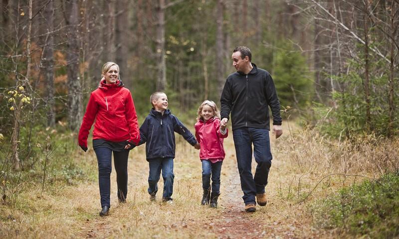 Ko Latvijas ģimenes dara kopā?