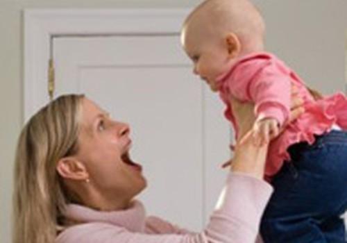 Pilna laika mamma mājās ar mazuli