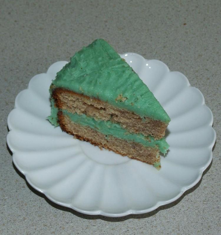 Mandeļu kūka ar avokādo  krēmu
