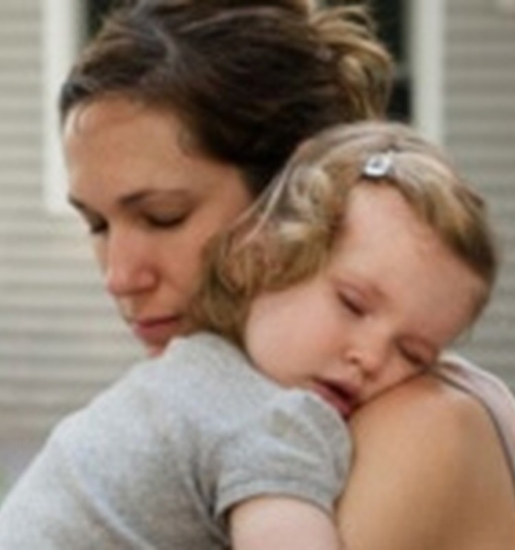 Spānijā pazudusi Latvijas pilsone ar mazu meitu