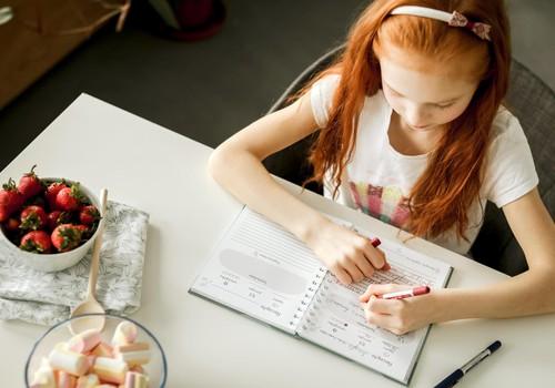 Izdota recepšu un radošo uzdevumu grāmata bērniem