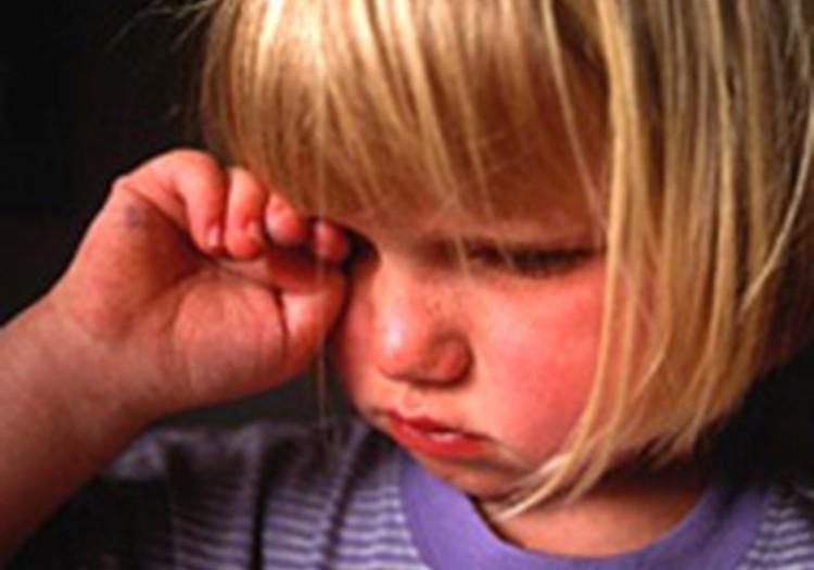 Kā palīdzēt bērnam sērot? Klausies un skaties radio raidījumu šodien!