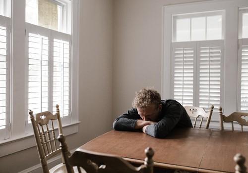 Kā izvairīties no depresijas un trauksmes mājsēdes laikā