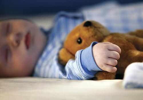 Fizioterapeite: Muzikālie karuseļi un grabuļi neko nedod bērna attīstībai