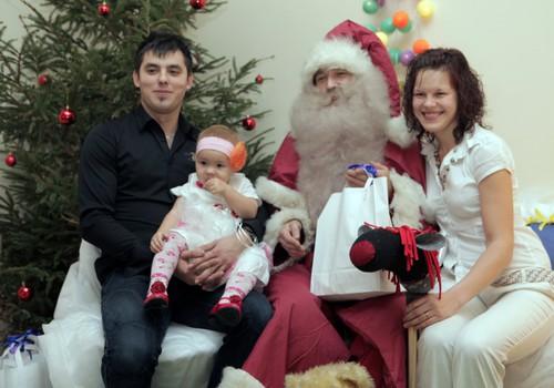 FOTO: kā mums gāja Māmiņu kluba Ziemassvētku eglītēs