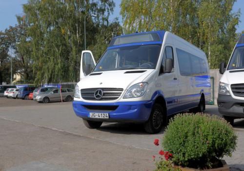 Nedēļas nogalē tēti ar pirmskolas bērniem Rīgas minibusos varēs braukt bez maksas