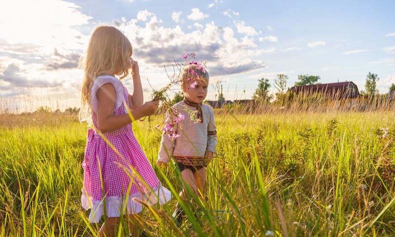 Pediatres ieteikumi vecākiem – kā rīkoties insektu kodumu, pārkaršanas un citās vasarai raksturīgās situācijās