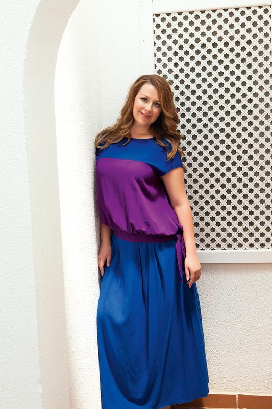 Для первых месяцев на ваш выбор предлагаются яркие, сочные платья-туники из натурального шёлка коллекции Monic. Широкий выбор принтов не оставит вас